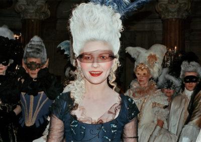 Kirsten-behind-the-scenes-of-Marie-Antoinette-kirsten-dunst-31644478-640-438