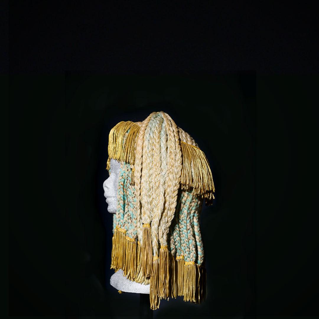 Parrucca egitto con passamaneria di Rocchetti&Rocchetti