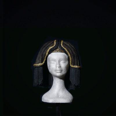 Parrucca Egitto forma trapezoidale e passamaneria