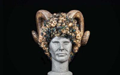 Parrucca con corna di ariete