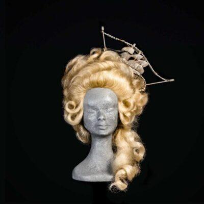 Parrucca con decorazione veliero