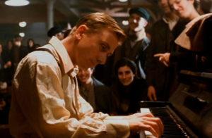 scena de la leggenda del pianista sull'oceano con trucco Luigi Rocchetti