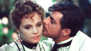 Scena del film L'innocente di Luchino Visconti con parrucche Rocchetti